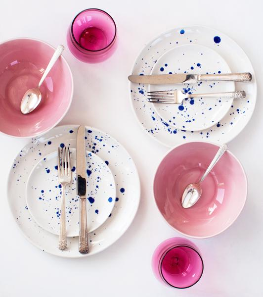 suite-one-studio-cobalt-splatter-white-dinner-and-dessert-plates-angled-wine-glasses-in-peony-pink-vintage-silverware-daisy-with-everyday-dinner-bowls-